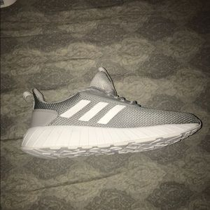 I am selling that brand new Adidas shoes